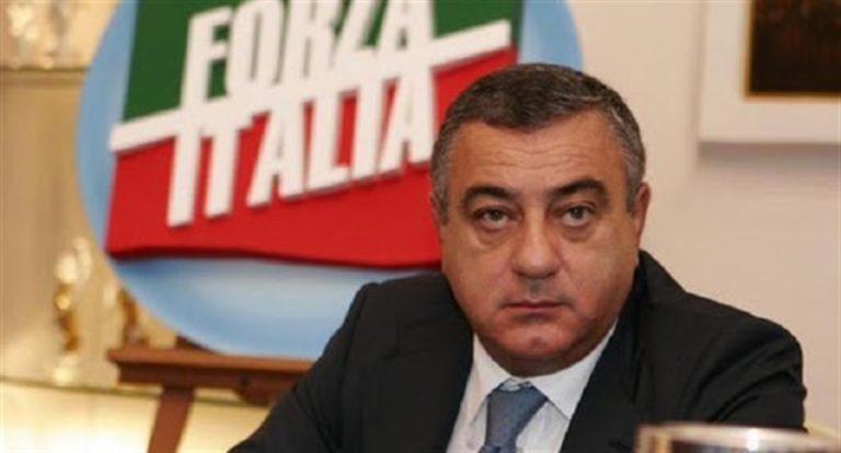 Chiesto l'arresto dei parlamentari Cesaro e Petangelo. Indagato anche il consigliere regionale Casillo