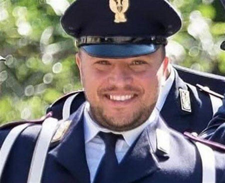 L'ultimo saluto a Pasquale Apicella, l'agente scelto rimasto ucciso nel corso di un inseguimento a Napoli