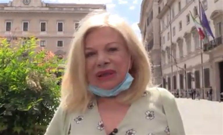 Sandra Milo, sciopero della fame e catene per i lavoratori dello spettacolo. Il premier incontra l'attrice