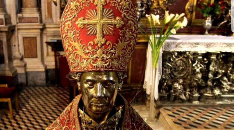 San Gennaro ha sciolto il sangue: Il miracolo salva Napoli