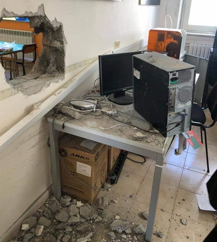 Furto infame alla scuola elementare 'Eugenio Montale' di Scampia
