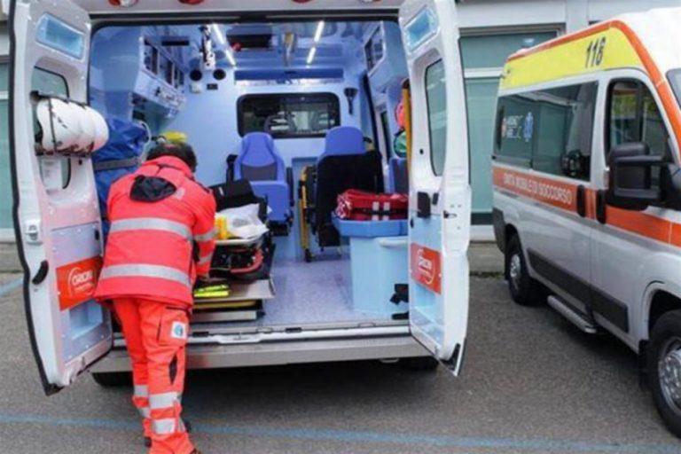 Tragedia a Napoli, bimbo di tre anni cade giù dal balcone: inutile la disperata corsa in ospedale