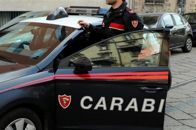 Inseguiti e bloccati dai carabinieri: erano armati e pronti per un raid