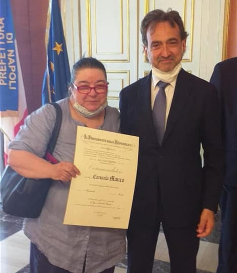 Carmela Manco è  Commendatore  dell'Ordine al Merito della Repubblica Italiana per il suo impegno civico e sociale