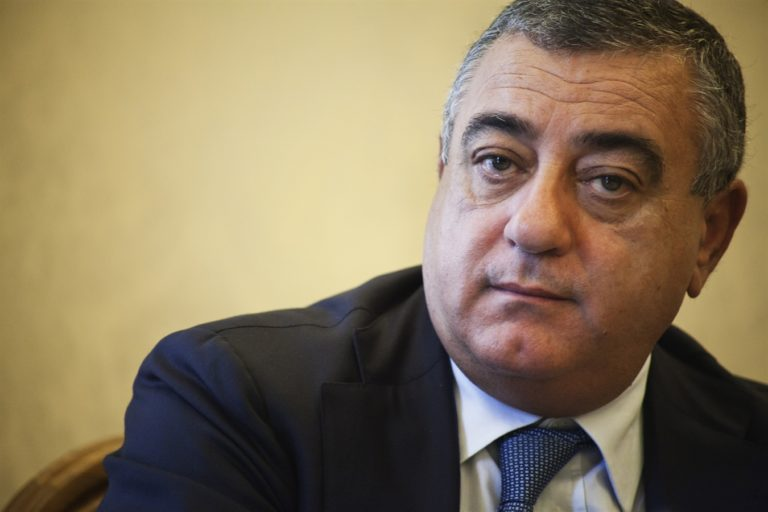 L'evasione del boss Raffaele Cutolo dall'Opg di Aversa aiutò la nascita del patto Cesaro-Puca. Fu il papà del senatore ad aiutare il padrino a scappare