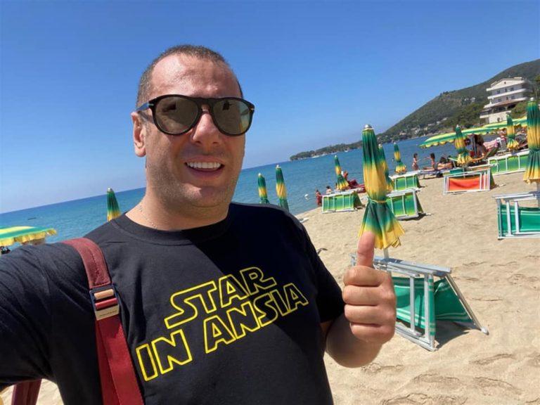 Armando Cesaro se ne va al mare: rinuncia alla comoda poltrona di consigliere per occupare la sedia a sdraio