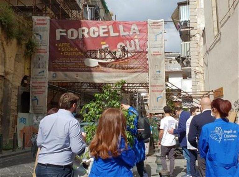 Gli 'Angeli di Forcella' vegliano sul rione per coinvolgere i cittadini in pratiche di legalità