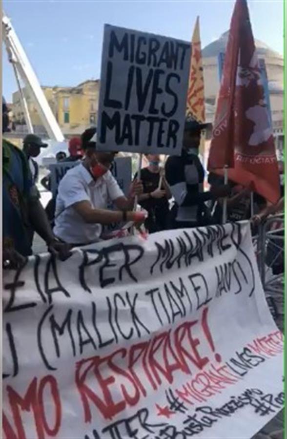 """Sit in dei migranti. Zanotelli: """"Chiedo scusa a voi per il razzismo di Stato che vivete"""""""