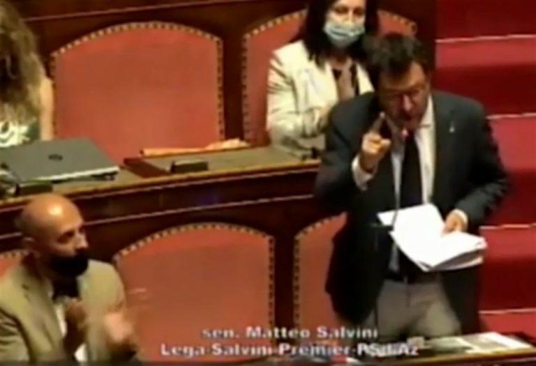 """Il papsus di Salvini : """"Porti chiusi condannano a morte migliaia di persone"""""""