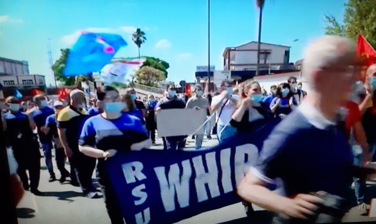 A Natale in fabbrica, i lavoratori Whirlpool continuano la lotta
