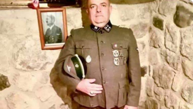 La foto schock: vestito da nazista