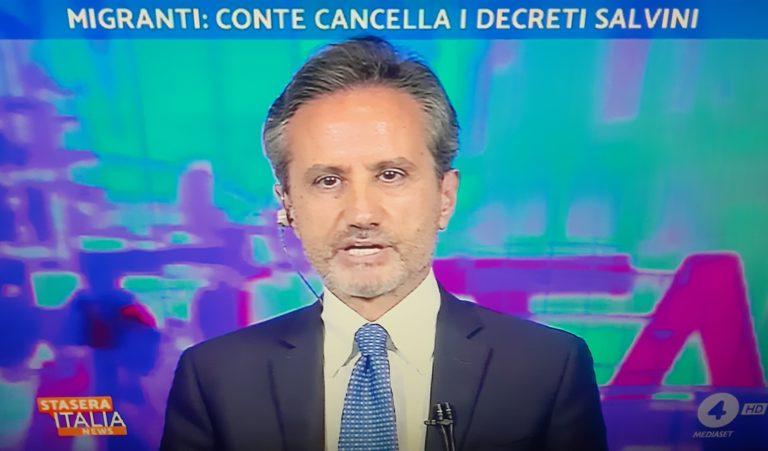 Caldoro imbarazzate, difende i decreti sicurezza e incensa Berlusconi sull'immigrazione