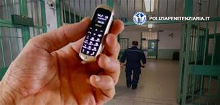 Nascondevano micro cellulari nelle mutande per darli ai detenuti: denunciate due donne