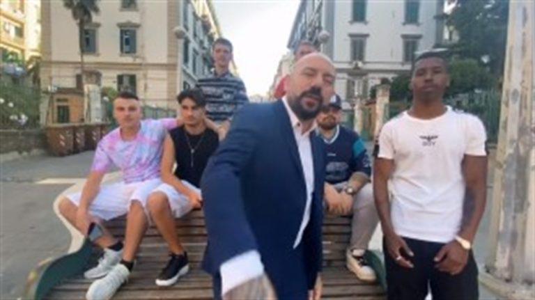 Lucariello, rap anti De Luca e Caldoro. Ora l'artista candidato con il M5S comincia a far paura agli uscenti pentastellati