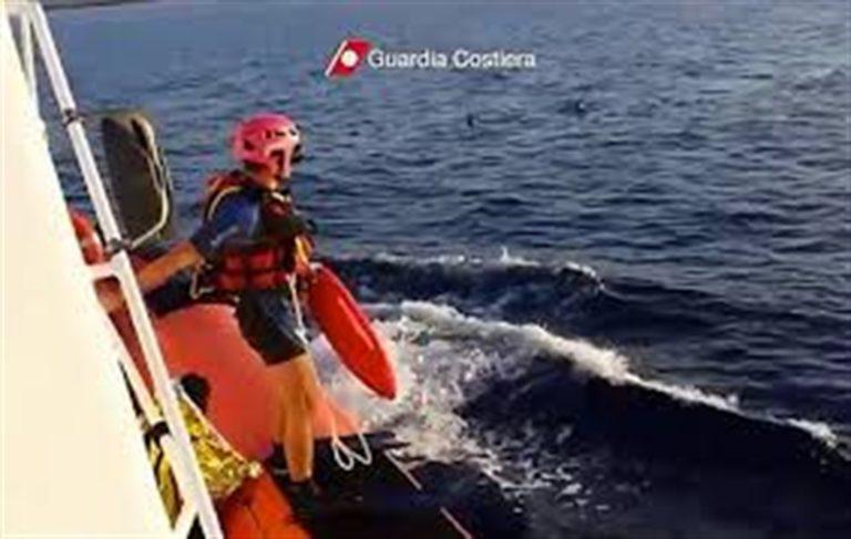 Paura nel mare di Bacoli, si ribalta barca: tra i tratti in salvo anche un bambino