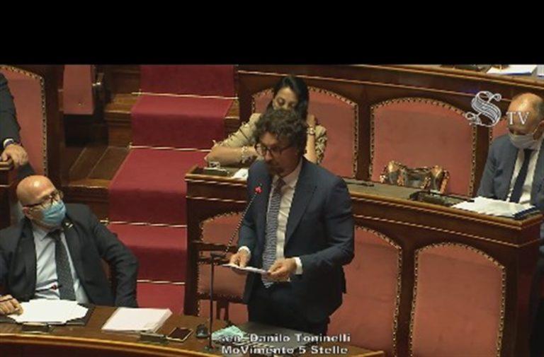 Il ritorno di Toninelli, duro intervento al Senato contro la propaganda di Salvini