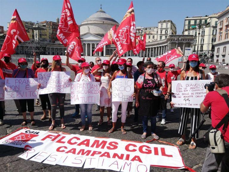 """Flash mob del comparto del turismo: """"Il Covid-19 ci ha messo in ginocchio"""""""