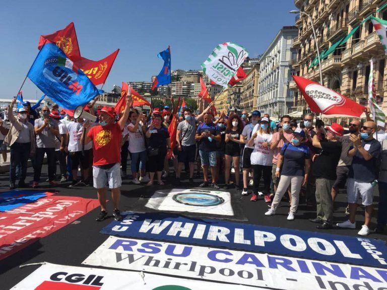 """Lettera dei dipendenti della Whirlpool: """"Siamo Italia che resiste"""""""