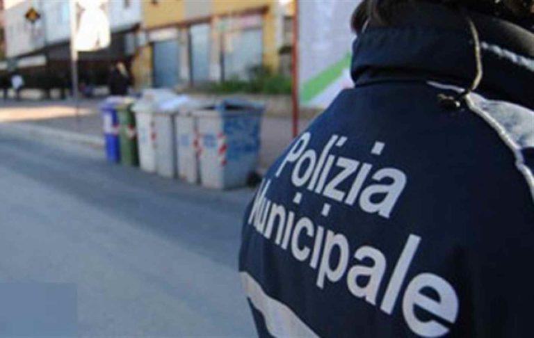 I furbetti della divisa, pizzicati tre agenti municipali in giro a fare altro