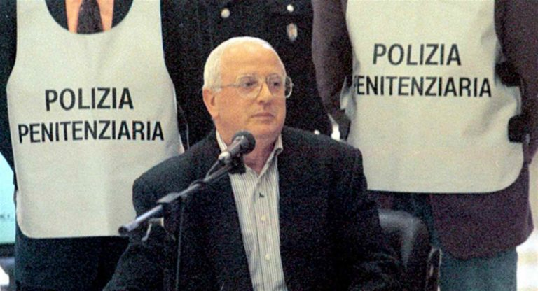 """Il boss Raffaele Cutolo è in gravi condizioni. L'avvocato: """"Rifiuta le analisi e le cure"""""""