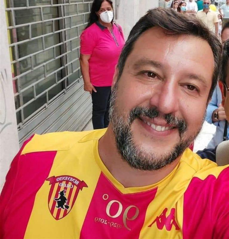 Matteo Salvini fa incazzare i tifosi del Benevento