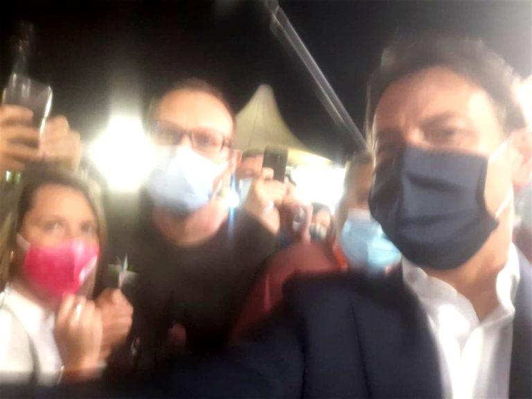 Giuseppe Conte nuovo leader del Pd : Ovazione alla festa dell'Unità di Modena per il premier
