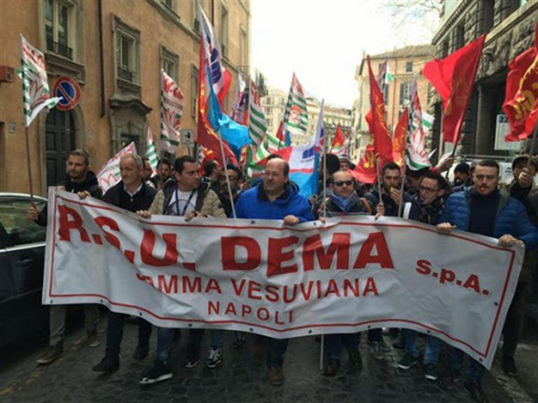 Lavoratori Dema è muro contro muro: a rischio 700 persone