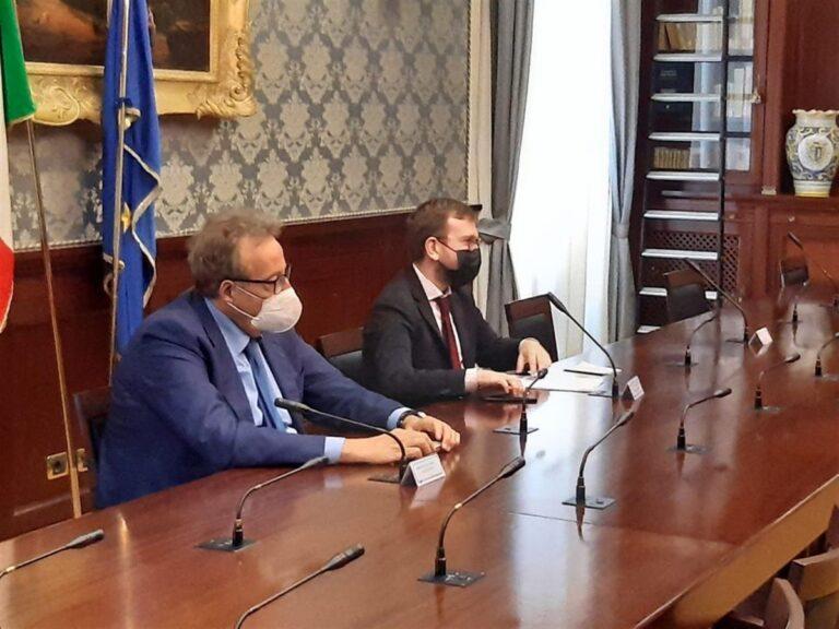 """Vertenza Whirlpool, il ministro Proenzano alza la voce: """"Senza Napoli, piano industriale è da rifare"""""""