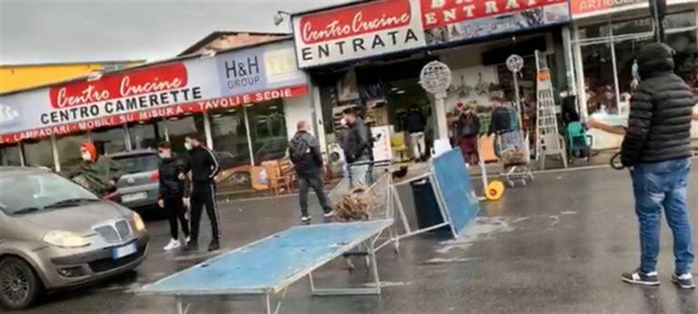 Mini lockdown, la rivolta di Arzano: bloccata la rotonda e l'asse mediano