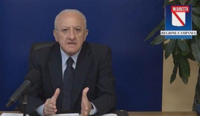 """Il presidente De Luca: """"Troppi contagi a scuola, così non reggiamo"""""""