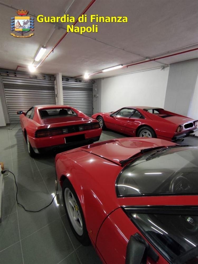 Evasione fiscale: tra i beni sequestrati anche 6 Ferrari, 2 Porsche e 70 scooter