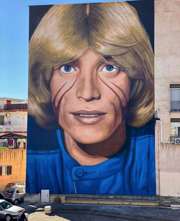 Nino D'Angelo celebrato in un murale dell'artista Jorit