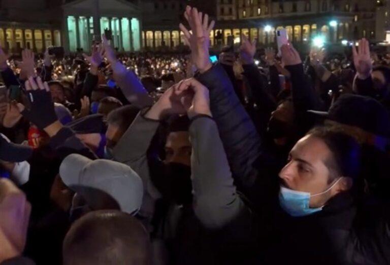Piazza Plebiscito insorge, protesta contro il lockdown