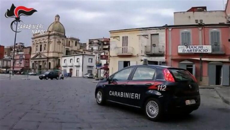 Il clan impone il pizzo sulla 'Piazza di spaccio' gestita dalla cosca rivale, scattano gli arresti dei carabinieri