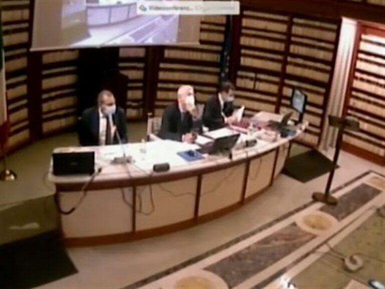 """De Magistris ascoltato in Antimafia: """"Comune argine contro la camorra"""" e poi chiede notizie su scioglimento Asl Napoli1"""