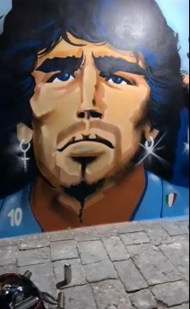 """Spunta il murales al Rione Sanità: """"Diego uno di noi"""""""