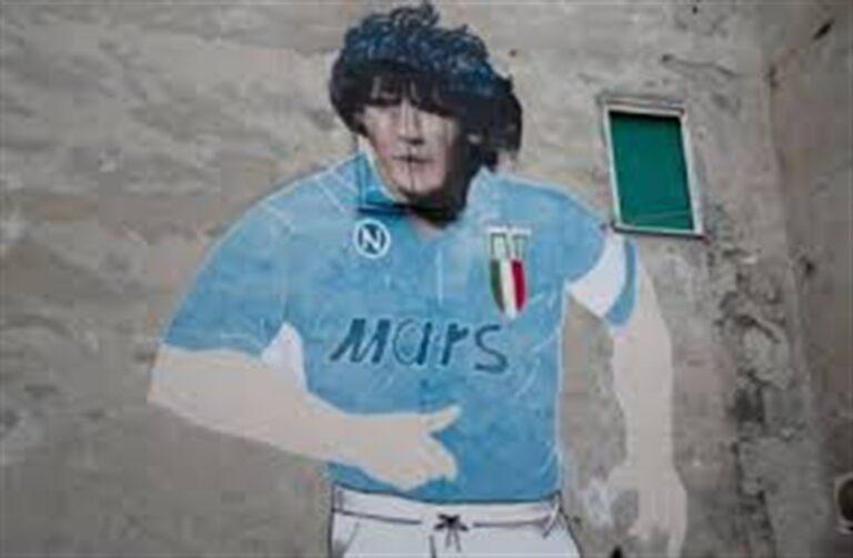Il dolore di Napoli per la scomparsa di Diego Armando Maradona