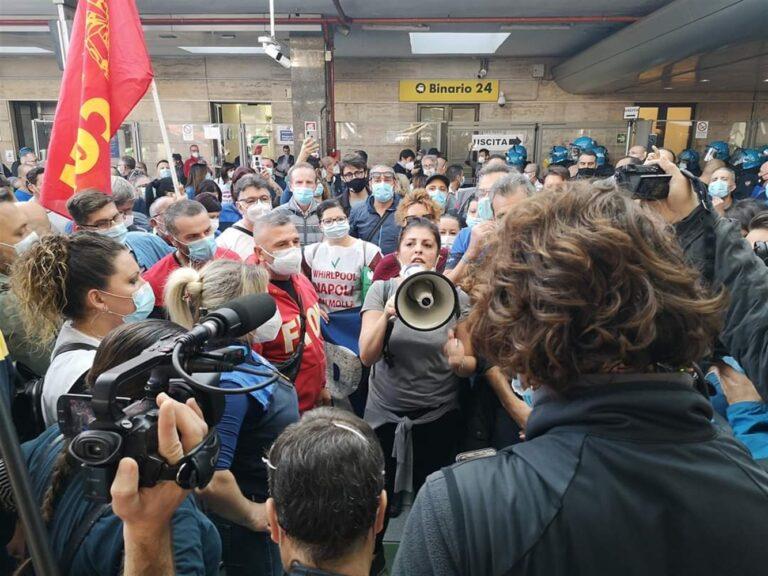 "Whirlpool, sindacati Fim-Fiom-Uilm:""Governo passivo e ingiustificabile"""