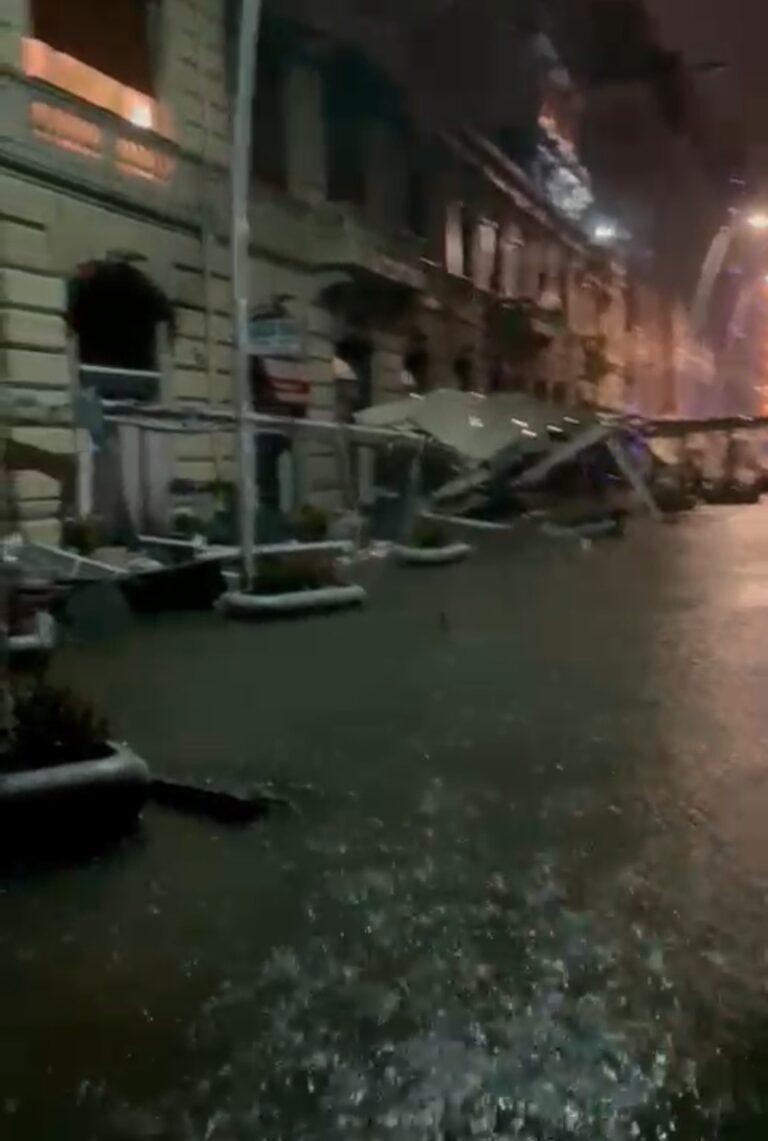 Emergenza maltempo a Napoli. Lungomare Caracciolo devastato: danni ingenti, strade chiuse, cadute di alberi