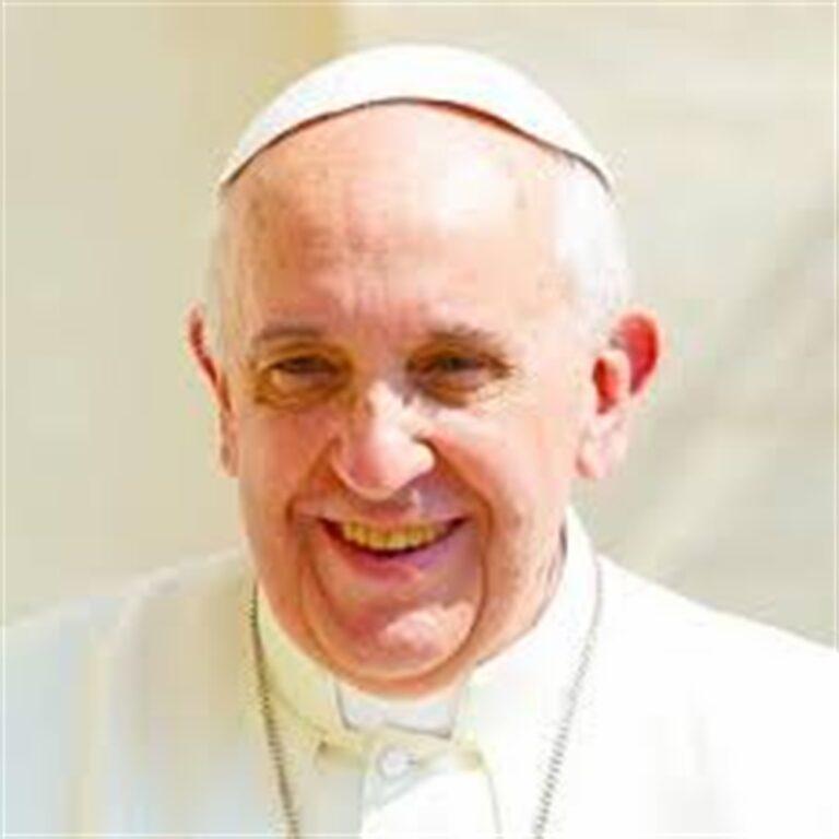 """Papa Francesco nel giorno del suo compleanno regala farmaci e mascherine: """"Una carezza per gli ultimi"""""""