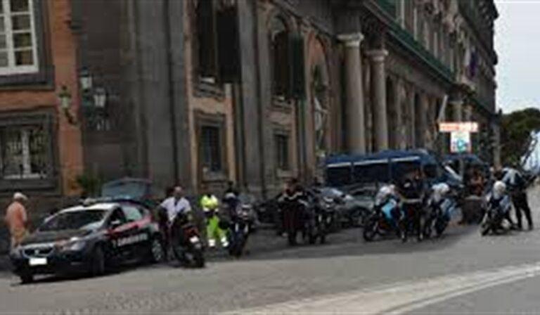 Accoltella l'ex fidazata al collo: arrestato per tentato omicidio. Il fatto è accaduto a piazza Plebiscito