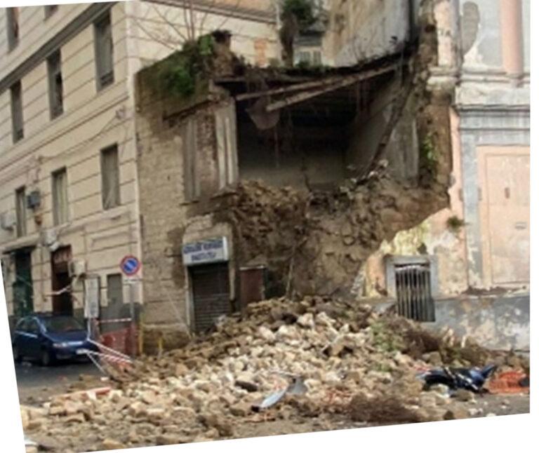 Crolla ala laterale della chiesa del Rosariello