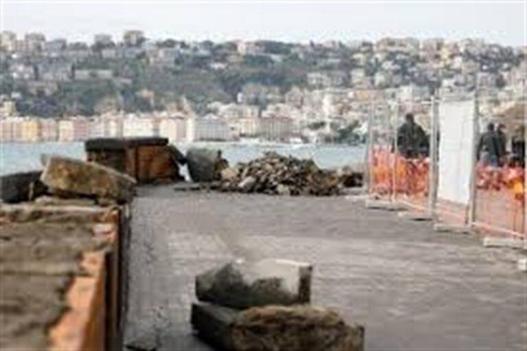 Napoli, crolla arco borbonico: era l'antico approdo delle imbarcazioni