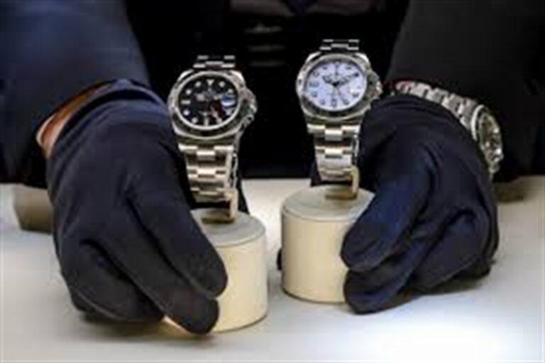 Tenta il 'pacco' a un anziano con due orologi patacca: arrestato