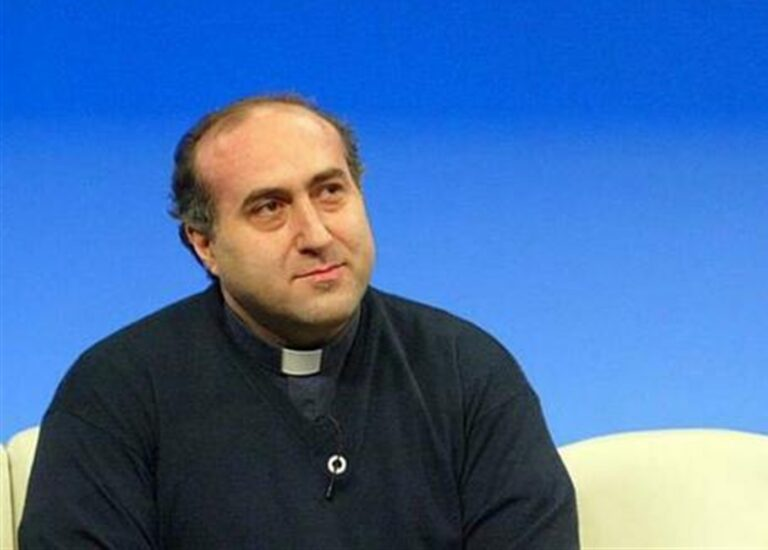 Covid si porta via don Vincenzo Passante, parroco di Piscinola e autore di musiche e canzoni