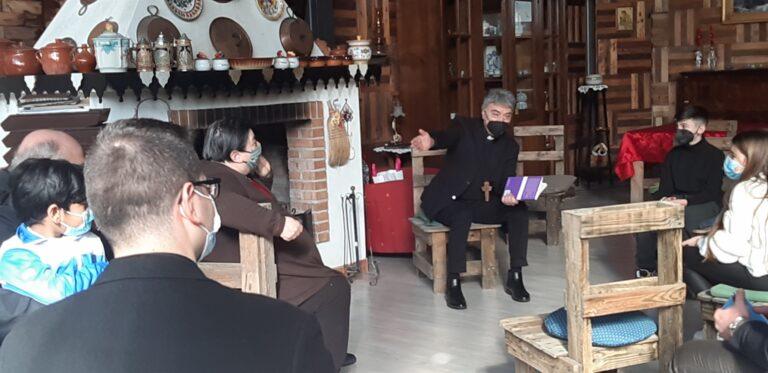 Il nuovo arcivescovo Don Mimmo Battaglia abbraccia Napoli con il pellegrinaggio delle 'periferie esistenziali'