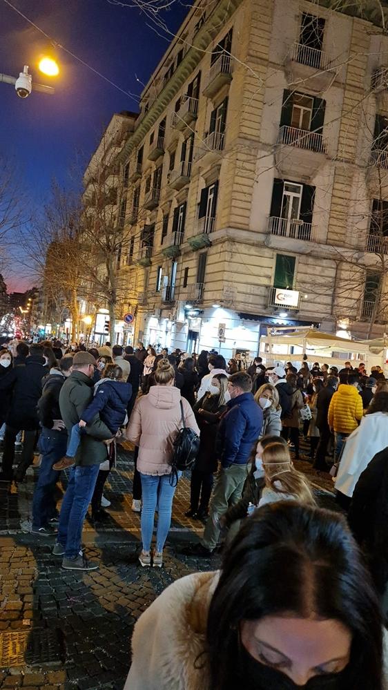 Allarme contagi a Napoli: inevitabile la zona rossa