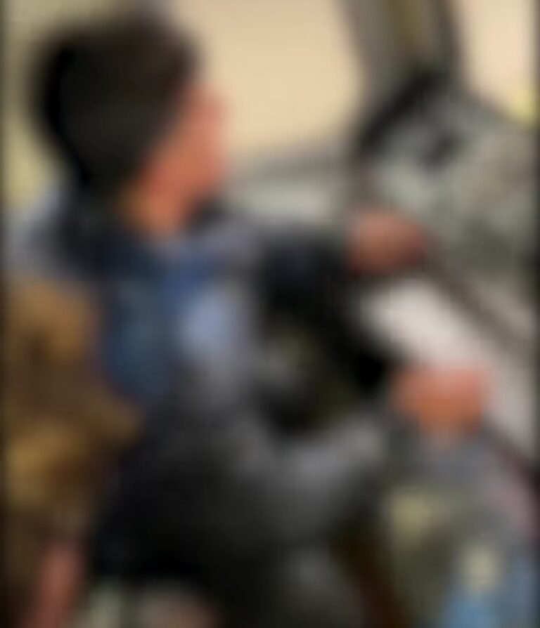 Ragazzino 15enne finge guidare Circumvesuviana, video virale: identificato