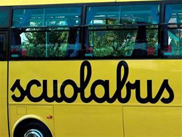 Scuolabus profondo rosso