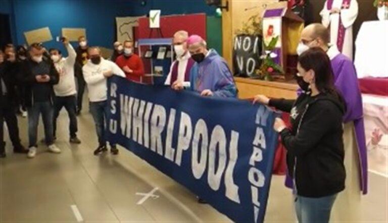 """Messa alla Whirlpool, don Battaglia: """"Questa Chiesa vuole sporcarsi le mani e lo farò con voi lavoratori e lavoratrici"""""""
